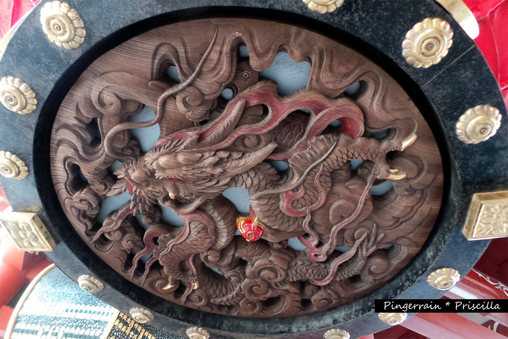 Dragon carving at the bottom of the lantern