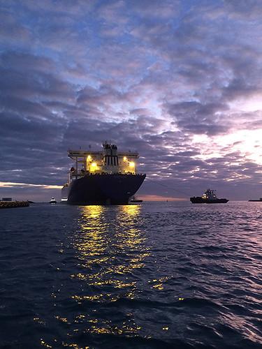 Polar Resolution depart at sunset
