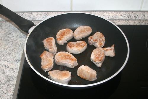 29 - Schweinemedaillons rundherum anbraten / Roast pork medaillons