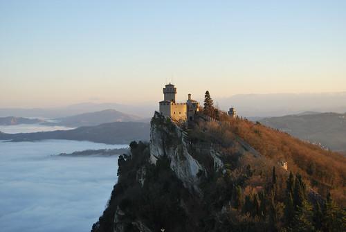 castle fog san sanmarino foggy medieval monte nebbia fortress castello rocca marino titano medioevo festung