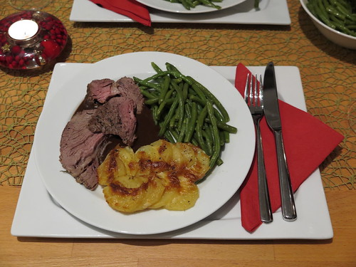 Rib-Eye-Roast (vom Galloway Rind) mit Kartoffelgratin und Butterbohnen