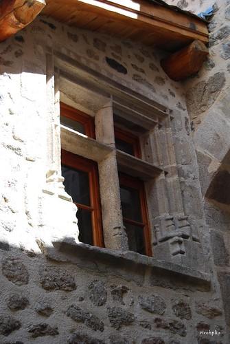 Fenêtre à meneaux - Sauvain (42)