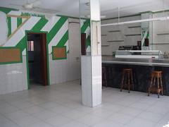 Local comercial situado en pleno centro actualmente como bar. Solicite más información a su inmobiliaria de confianza en Benidorm  www.inmobiliariabenidorm.com