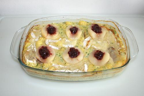 37 - Pork loin in brie sauce with gnocchi, peaches & cranberries - Finished baking / Schweinelende in Brie-Sahne-Sauce mit Gnocchi, Birnen & Preiselbeeren - Fertig gebacken