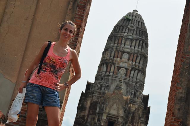 Diana jyunto a uno de los templos de Ayutthaya