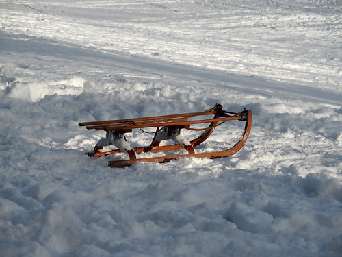 Rodelschlitten im Schnee