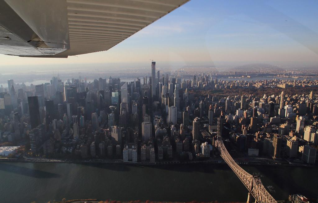 15590987529 d09dc0b5a5 b Полет над Нью Йорком.