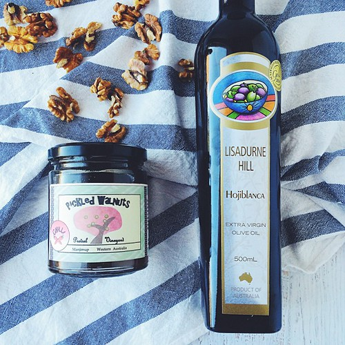 A gorgeous taste of a couple @farmhousedirect - direct from the producer - products. Pretsel Vineyard Pickled Walnuts (whole walnuts in the shell, pickled - crazy good) and amazingly fragrant Lisadurne Hill Olive Oil ????