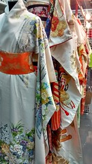 sari(0.0), costume(0.0), textile(1.0), clothing(1.0), tradition(1.0), kimono(1.0), dress(1.0),