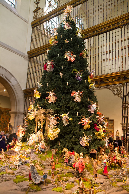 Christmas Tree and Neapolitan Baroque Crèche, Metropolitan Museum of Art