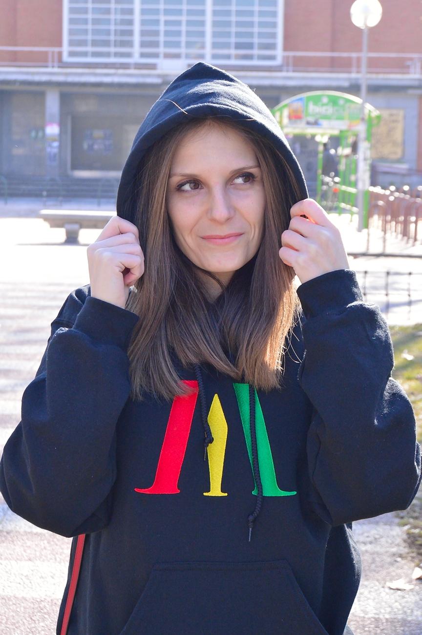 lara-vazquez-madlula-style-streetwear-look-rasta-sweater