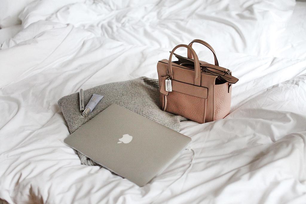 lifestyle-grey-nudes