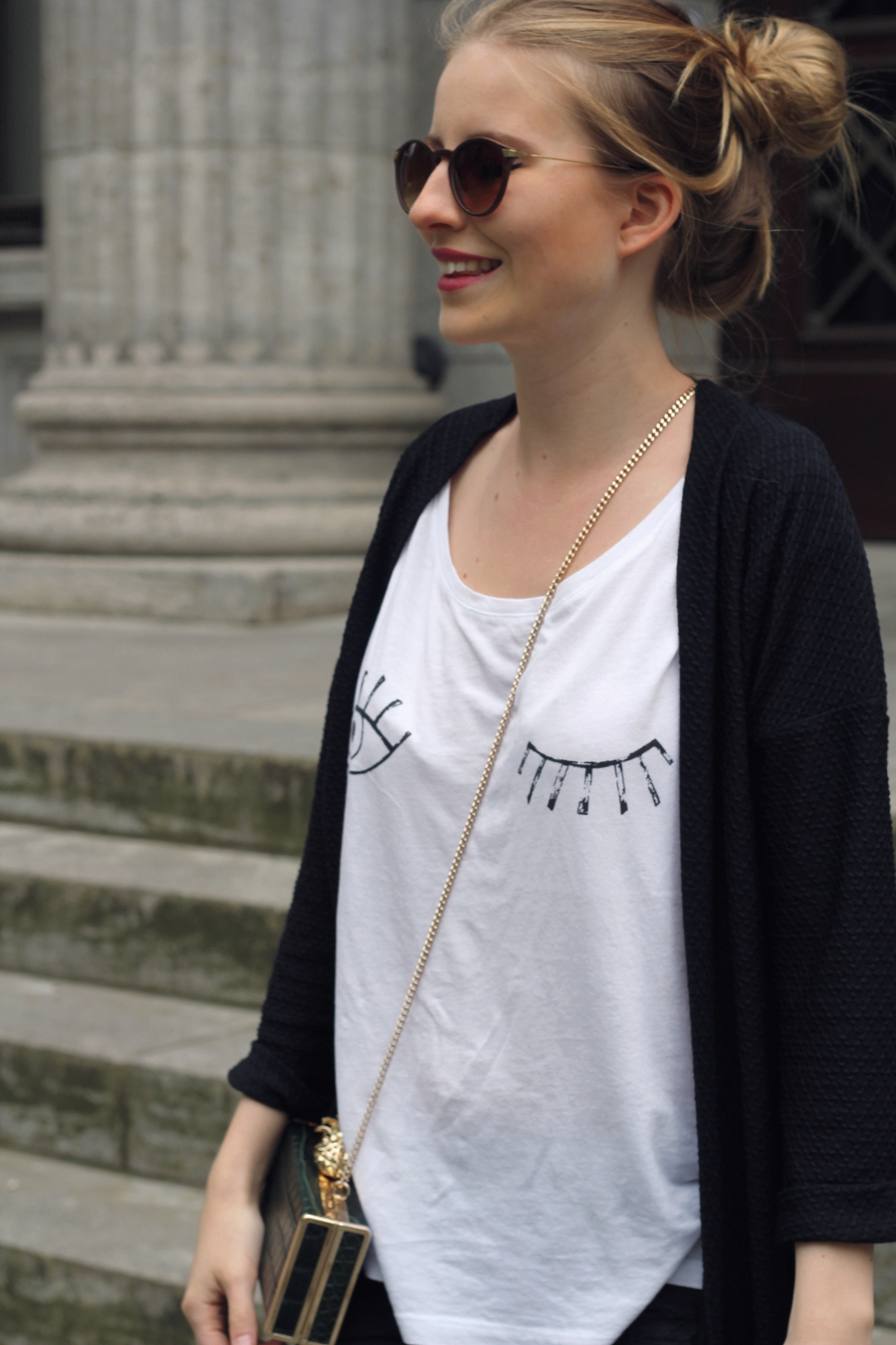 outfit zwinker shirt fashionid basic sonnenbrille blond cardigan gold gruen clutch frankfurt city