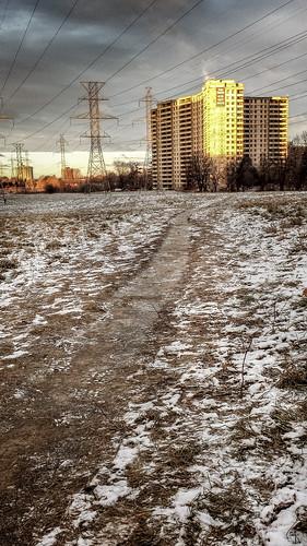 cameraphone toronto canada sunrise invierno dramaticsky northyork yorkuniversity goldenhour canadiancities winterpath northyorkontario murrayross samsunggalaxy4s