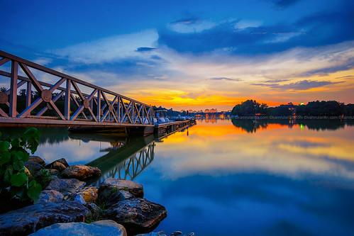 lake reflection jetty bluehour putrajaya sunsetsunrise putrajayawetland putrajayalake