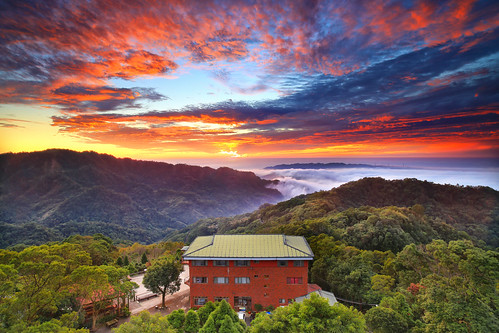 sunset cloud canon landscape dusk cottage taiwan 夕陽 rays 台灣 miaoli 風景 hy bai 大湖 苗栗 seaofclouds 三義 dahu 攝影 sanyi 山莊 霞光 雲洞 yundon 流雲 琉璃光 hybbai