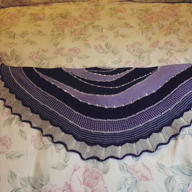 Finalmente pronto per essere indossato ! 😍#instaknit #igknitters #knittersofinstagram #knittingfriend #knitting #knit #westknits #Westknitkal2014 #iolavoroamaglia #ameliabefana #sohappy #cheaphappiness
