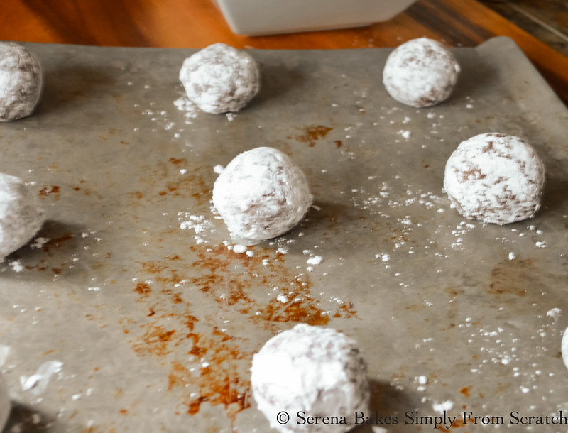 Chocolate-Crinkle-Cookies-Roll-Dough-Powdered-Sugar.jpg