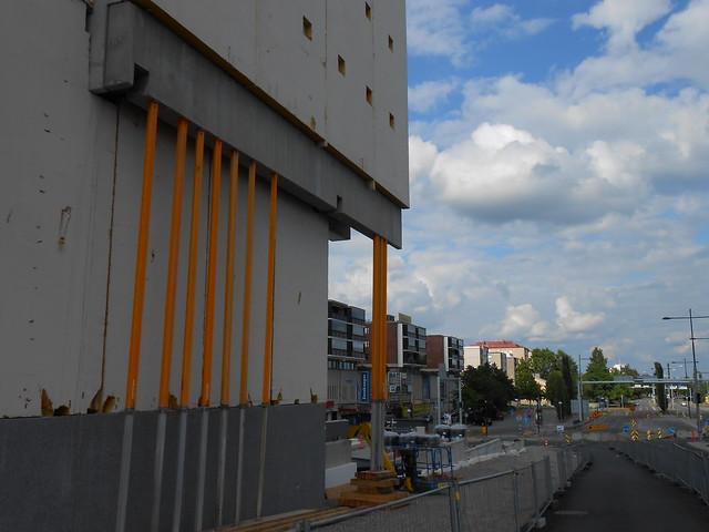 Hämeenlinnan moottoritiekate ja Goodman-kauppakeskus: Työmaatilanne 23.6.2013 - kuva 13
