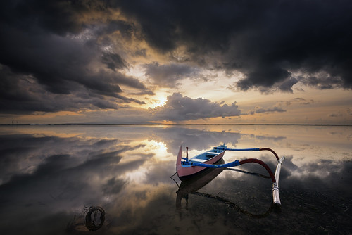 wallpaper sky cloud seascape reflection beach sunrise indonesia landscape mirror boat nikon asia cloudy hard floating filter lee nd parked 06 perahu pantai graduated sanur karang waterscape steady 1635mm gnd balii jukung d810 littlestopper