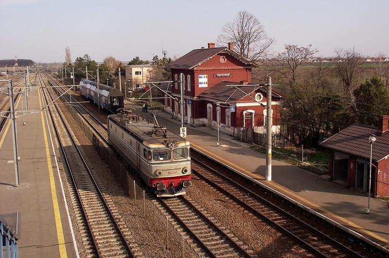 R13105 București Nord-București Obor