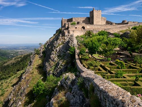 green castle wall garden rocks village top hill sierra panasonic serra alentejo castello portogallo villaggio gx1