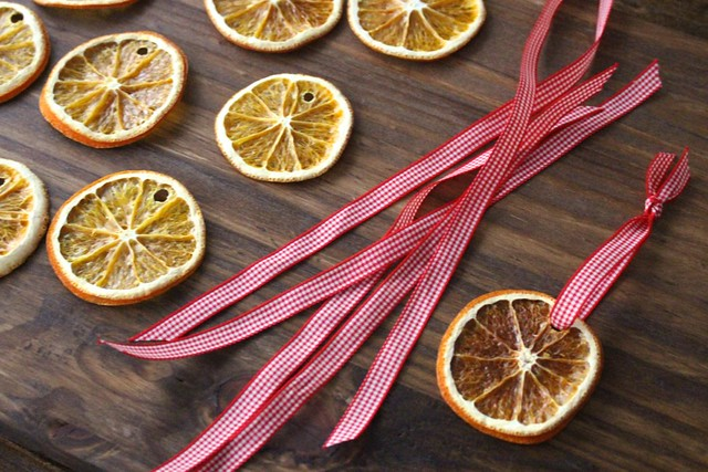 dried-orange-slice-ornaments-ribbon