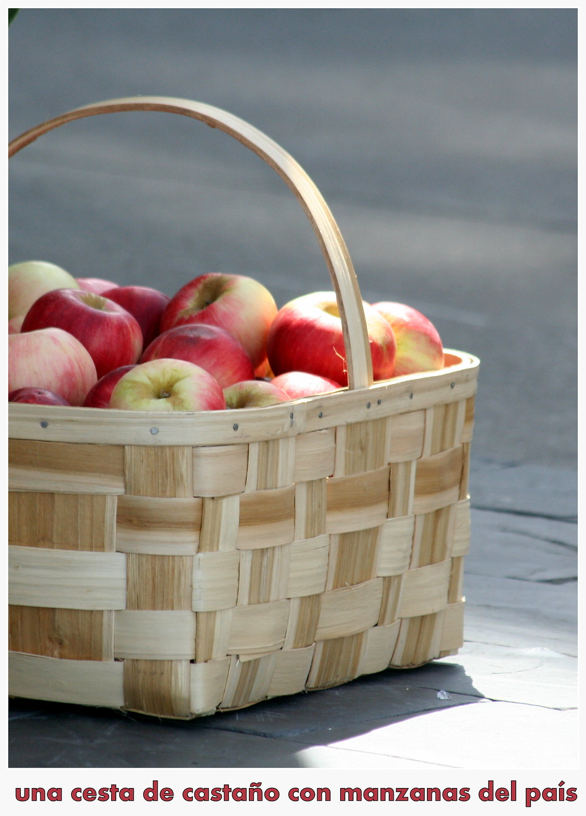 Manzanas en cesta