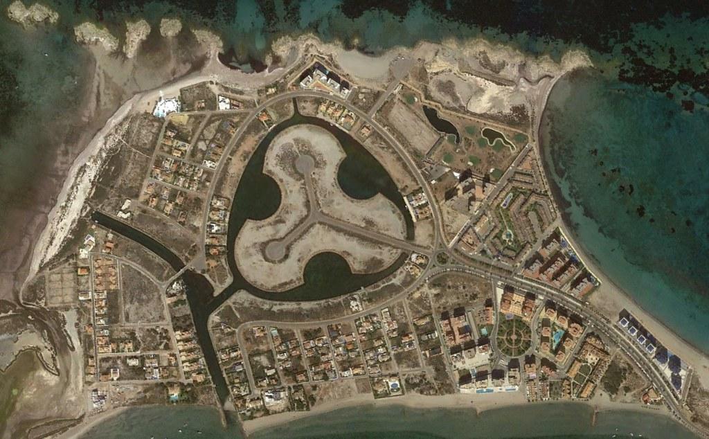 la manga del mar menor, murcia, una rotonda hecha de lagos y de rotondas, después, urbanismo, planeamiento, urbano, desastre, urbanístico, construcción, rotondas, carretera