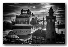 Port Hamburg B&W