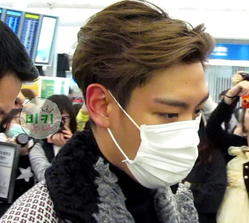 TOP - Hong Kong Airport - 15mar2015 - toppuu - 01