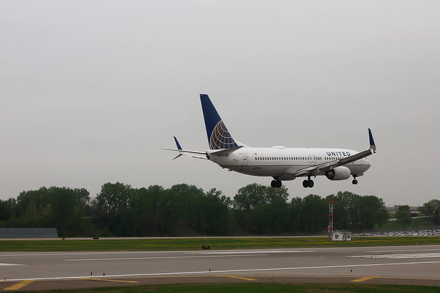 United N11206: Boeing 737-800