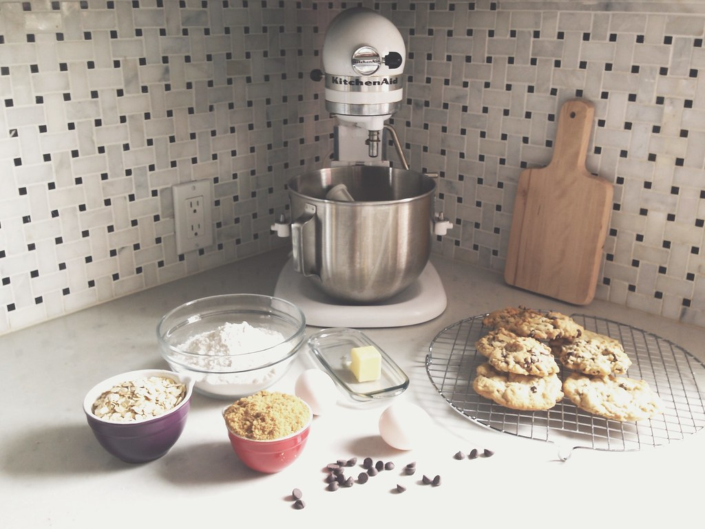 Baking chocolate chip cookies | tips for using a smartphone camera | personallyandrea.com