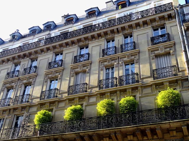 Tres Parisian