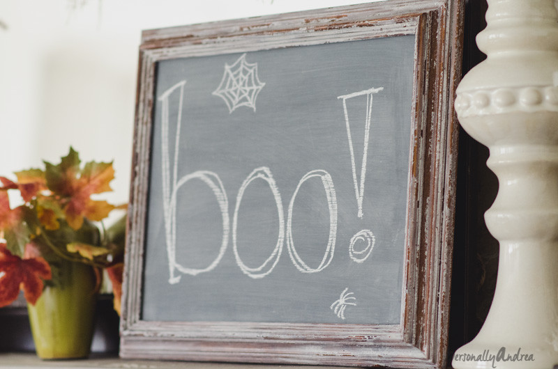 Halloween Chalkboard for the Mantel | personallyandrea.com