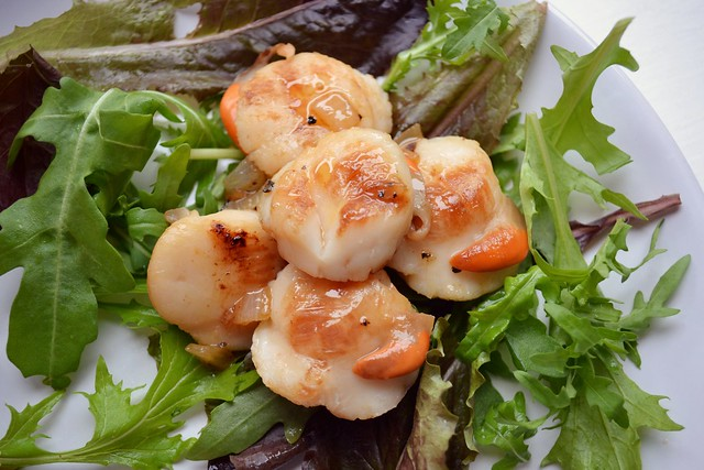 scallops with caramelised onions recipe