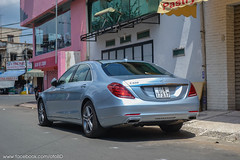 mercedes-benz w221(0.0), supercar(0.0), automobile(1.0), automotive exterior(1.0), executive car(1.0), wheel(1.0), vehicle(1.0), automotive design(1.0), mercedes-benz(1.0), compact car(1.0), bumper(1.0), mercedes-benz cls-class(1.0), mercedes-benz s-class(1.0), sedan(1.0), land vehicle(1.0), luxury vehicle(1.0),