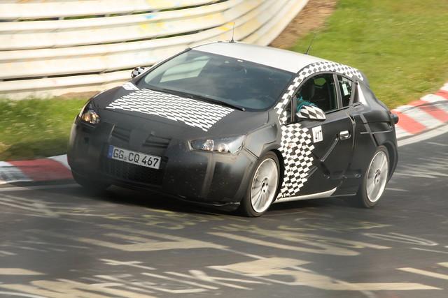 Opel Astra GTC test mule 1