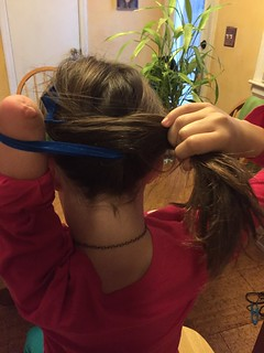 one-handed-pony-tail