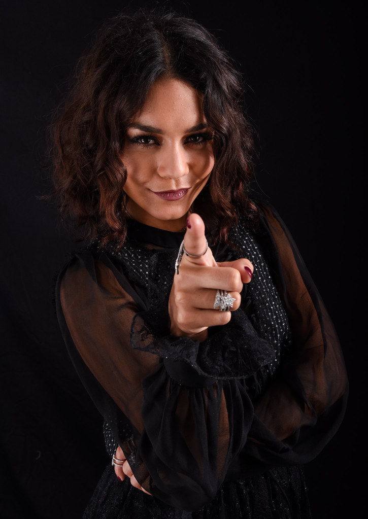 Ванесса Хадженс — Фотосессия для «Бессильные» на «Comic-Con» 2016 – 2