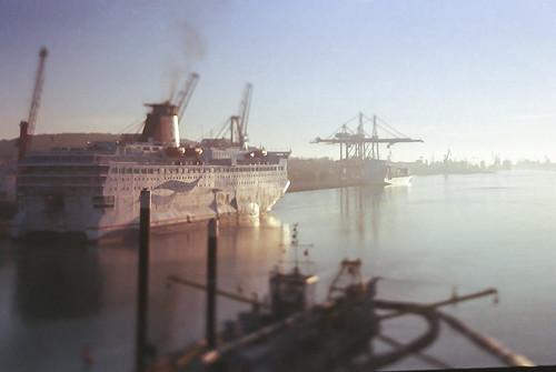 sea film ferry analog sunrise 35mm ship harbour superia 135 gdynia zenzanon