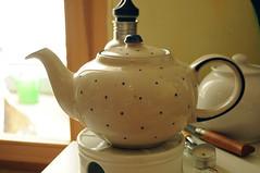 tea(0.0), drink(0.0), art(1.0), pottery(1.0), tableware(1.0), kettle(1.0), ceramic(1.0), teapot(1.0), porcelain(1.0),