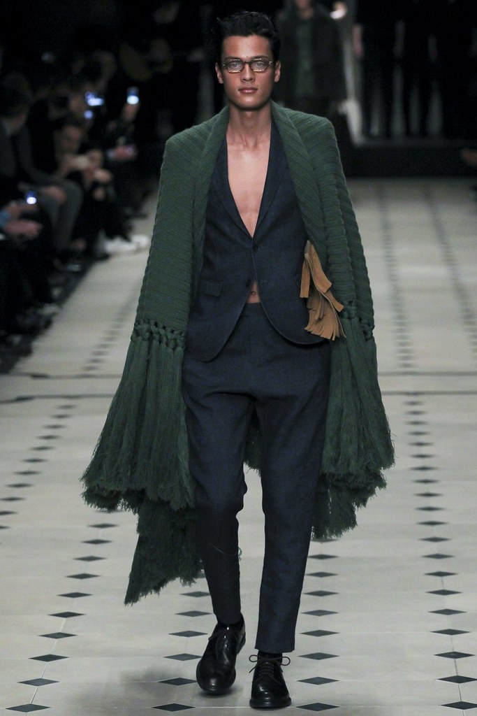 FW15 London Burberry Prorsum001(VOGUE)