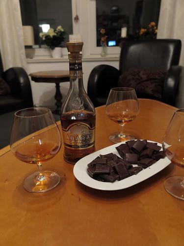Armenischer Weinbrand (Ararat, 5 Jahre) mit Herrenschokolade