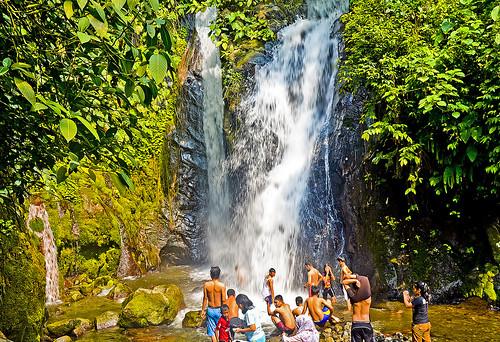 sumatra indonesia waterfall airterjun suban publicbathing peopleandnature curup airterjunsuban rejanglebong subanwaterfall