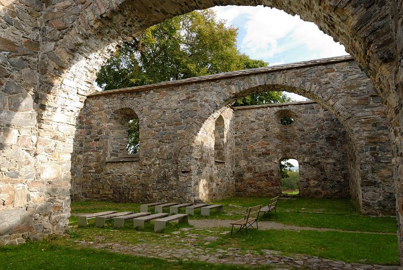 Nes kirke ruins