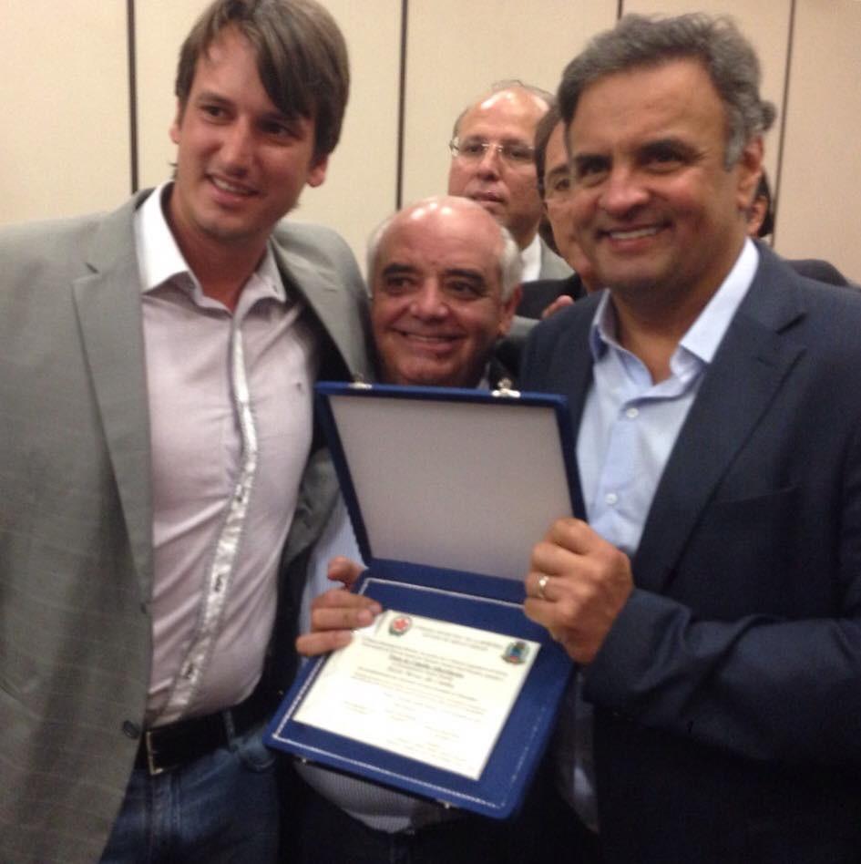 Entrega do Título de cidadão Albertinense, de autoria do Vereador Gustavo Facanali, ao Excelentíssimo Senador Aécio Neves!!