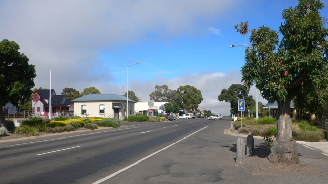 Dunkeld's main street at peak hour