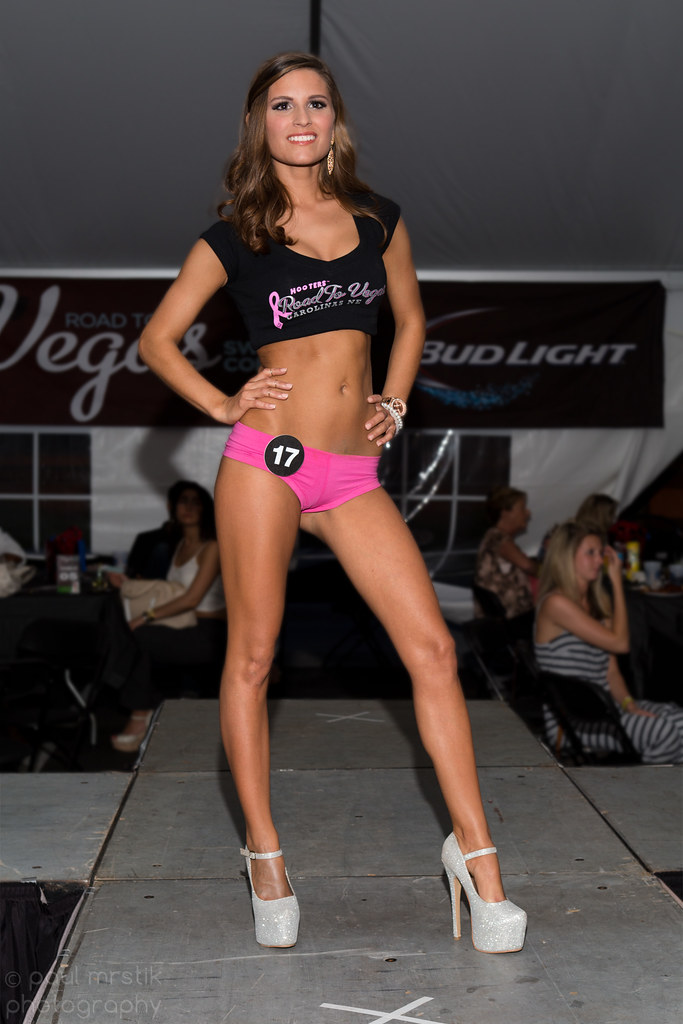 Hooters bikini show