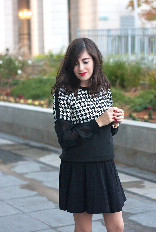 אאוטפיט, בלוג אופנה ישראלי, דר משיח, סווטשירט משובץ, משבצות, שחור ולבן, חצאית, השראה, houndstooth sweatshirt, skirt, dogtooth, israeli fashion blog, outfit idea